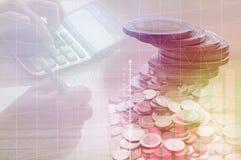 Stos monety pieniądze i ręka prasowy kalkulator Zdjęcia Stock
