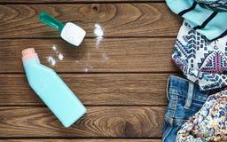 Stos odziewa z detergentowym i płuczkowym proszkiem Obraz Stock