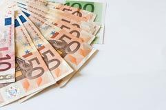 Stos pieniędzy euro na bielu dla biznesu i finanse Obrazy Stock
