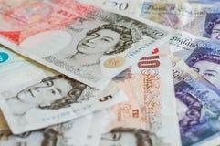 Stos pieniędzy brytyjskich funtów szterling dla finanse Obraz Stock