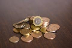 Stos rosjanin monety na drewnianym tle Obrazy Royalty Free