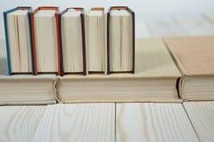 Stos stare książki brogować na górze each inny Obraz Stock
