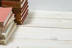 Stos stare książki brogować na górze each inny Fotografia Stock