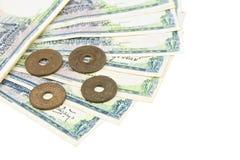 Stos stary antyczny rachunek i monety Tajlandia odizolowywaliśmy Obraz Royalty Free