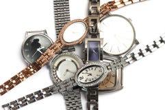 Stos starzy niechciani luksusów zegarki w złocie i srebrze obraz stock