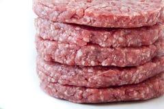 Surowi hamburgery na białym tle Zdjęcia Stock