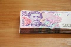 Stos ukrai?ski pieni?dze hryvnia, wyznanie 200 UAH fotografia royalty free