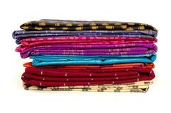 Stos wyplatający jedwabniczy sarongów bugis Indonezja Obrazy Royalty Free