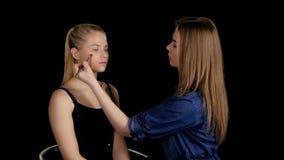 Stosować highlighter Fachowy makijażu artysty Makeup zdjęcie wideo