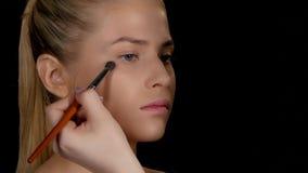 Stosować highlighter makeup czerń zbliżenie zbiory wideo