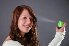 stosować lakier do włosów Fotografia Royalty Free