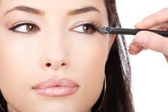 stosować spojrzenie zamkniętego kosmetycznego ołówek kosmetyczny obrazy royalty free