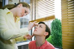 stosowanie makijaż Obraz Stock