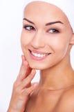 stosowanie opieki skóry przejrzystego lakier Obrazy Stock