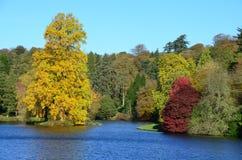 Stourhead-Gärten, Wiltshire, England im Herbst Lizenzfreie Stockfotos
