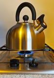 Stovetop świszczący czajnik Zdjęcie Stock