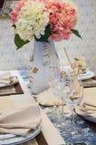 Stoviglie sul tavolo da pranzo Fotografia Stock Libera da Diritti