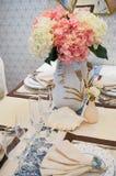 Stoviglie sul tavolo da pranzo Immagini Stock Libere da Diritti