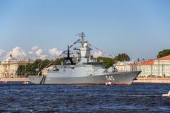 Stoykiy korweta na morskiej paradzie w dzień Rosyjskiej floty w St Petersburgon Zdjęcie Stock