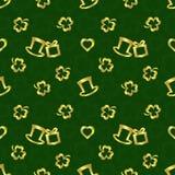 StPatrick ` s天无缝的重复样式,在深绿背景的金黄纹理 免版税库存图片