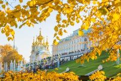 StPetersburg的Peterhof宫殿, Peterhof宫殿最大的fo 免版税图库摄影