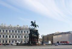 StPETERSBURG,俄罗斯- 2014年10月7日:对皇帝尼古拉一世的纪念碑 免版税库存图片