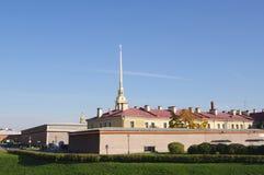 StPETERSBURG,俄罗斯- 2014年10月7日:观点的彼得和保罗堡垒和大教堂 免版税库存图片