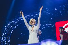 StPetersburg Ryssland, 09 Februari 2018, stor förälskelseshow Sångare Polina Gagarina för populär musik på musiketapp Royaltyfria Bilder