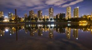 strömförande stads- Komforthem på natten Fotografering för Bildbyråer