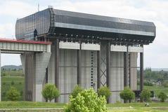 Strépy-Thieu fartygelevator i kanalen du Centrera, Wallonia, Belgien royaltyfria bilder