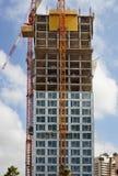 sträcker på halsen den blanka byggnadskopian för annonseringen din text två för avstånd för skyskrapan för ställematerial till by Royaltyfria Bilder