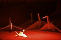 sträcker på halsen origami royaltyfri bild
