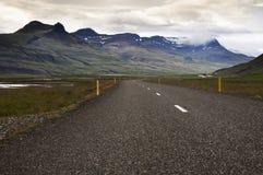 Sträckning av vägen i nordliga Island Arkivbild