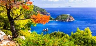 Strände und Beschaffenheit von Skopelos-Insel Stafilos-Bucht Griechenland stockfotos