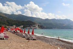Stränder av Montenegro på den Adriatiska havet kusten Arkivfoton