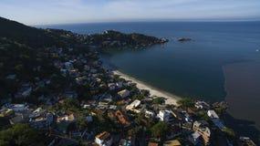 Stränder och paradisiacal ställen, underbara stränder runt om världen, Restinga av den Marambaia stranden, Rio de Janeiro, Brasil royaltyfri foto