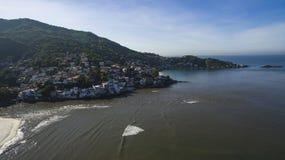 Stränder och paradisiacal ställen, underbara stränder runt om världen, Restinga av den Marambaia stranden, Rio de Janeiro, Brasil arkivfoto