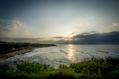 Stränderna av den Maui Hawaii solnedgången Arkivbilder