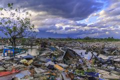 Sträng skada från jordskalv och smältning royaltyfria foton