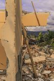 Sträng skada från jordskalv- och smältningnaturkatastrofer royaltyfria bilder