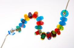 Stränga av exponeringsglas pryder med pärlor Arkivbild