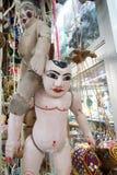 Stränga den Burmese dockan, Myanmar traditionsdockor i den Myanmar souvenir shoppar Fotografering för Bildbyråer