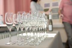 Strängde champagneexponeringsglas arkivbilder