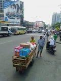 Strävsam filippin i gatan av Cebu royaltyfria bilder