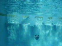strålar pool under vatten Arkivbilder