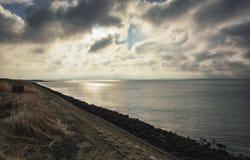 Strålarna av solen på horisonten Royaltyfria Foton