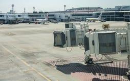 Strålbroport 36 på den internationella flygplatsen arkivfoton