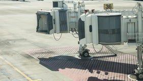 Strålbroport 36 på den internationella flygplatsen royaltyfria foton