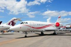 Stråle för affär för Dassault falk 2000LX på skärm på Singapore Airshow 2012 royaltyfria bilder