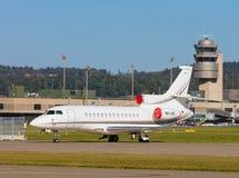 Stråle för Dassault falk 7X på den Zurich flygplatsen arkivfoton